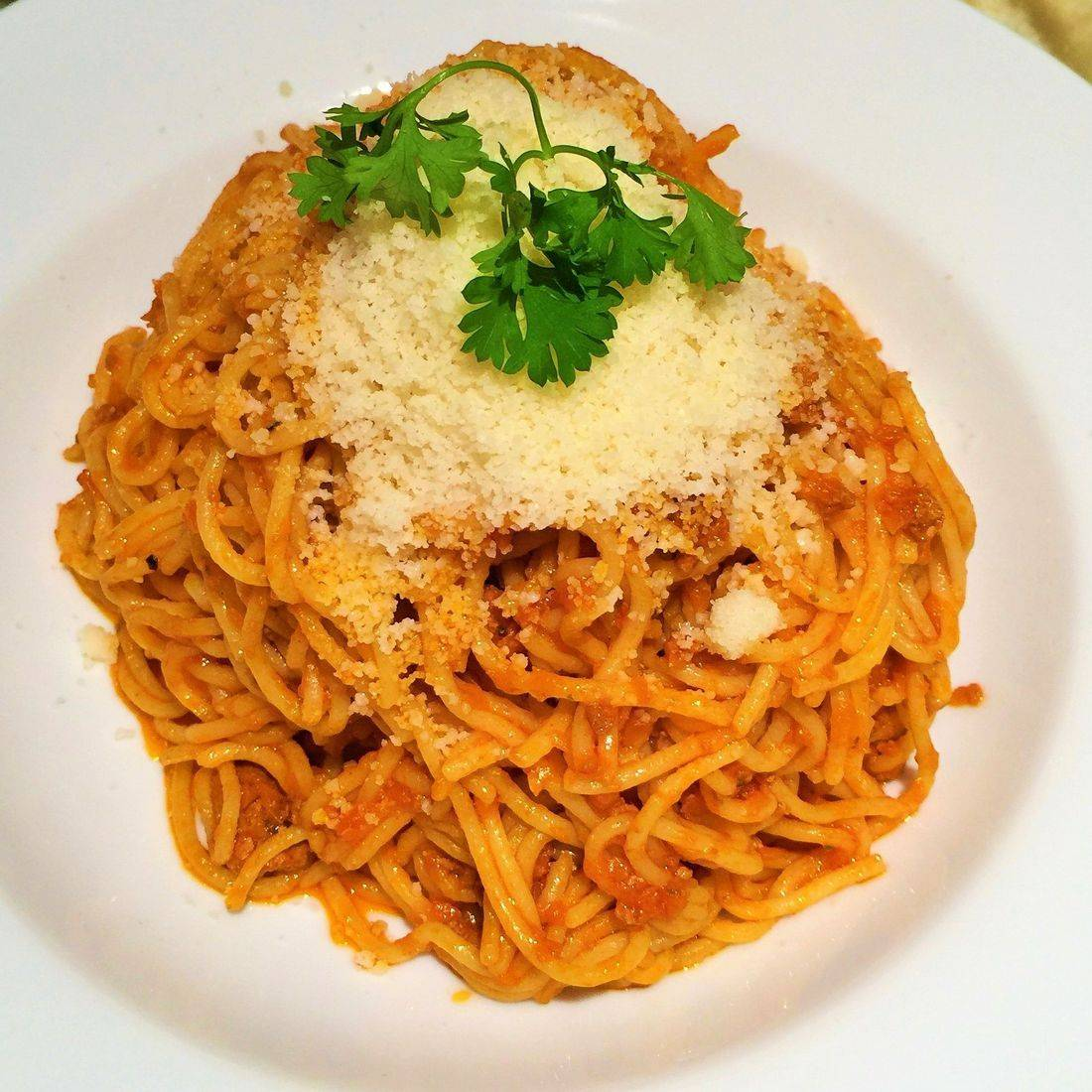 spaghetti with Tuscan meat sauce
