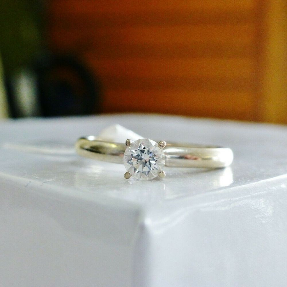 Round Diamond prong set in a white gold ring