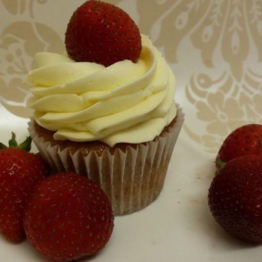 Vegan Strawberry Champange Cupcake