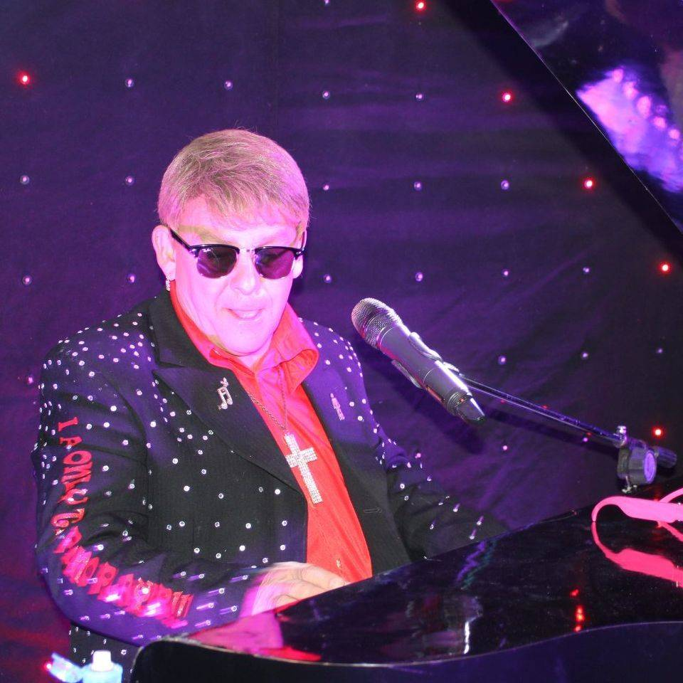 Elton John Tribute act  Andy Crosbie  Rocketman !rock 1