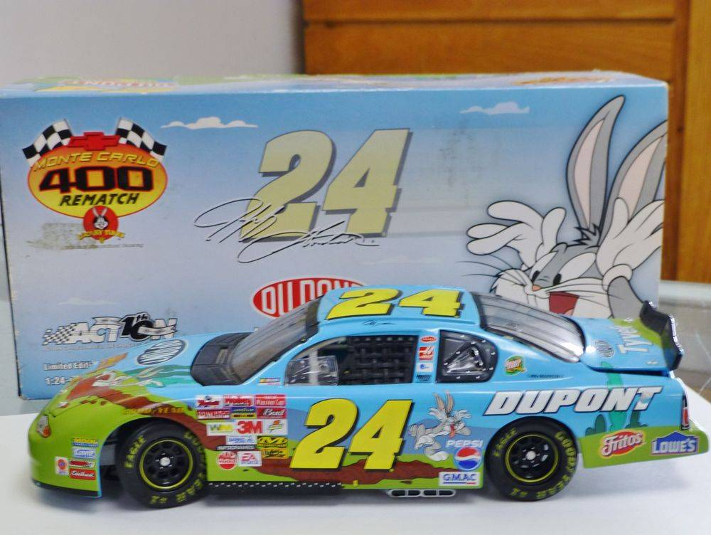 #24 Jeff Gordon DuPont Monte Carlo Looney Tunes Diecast Car