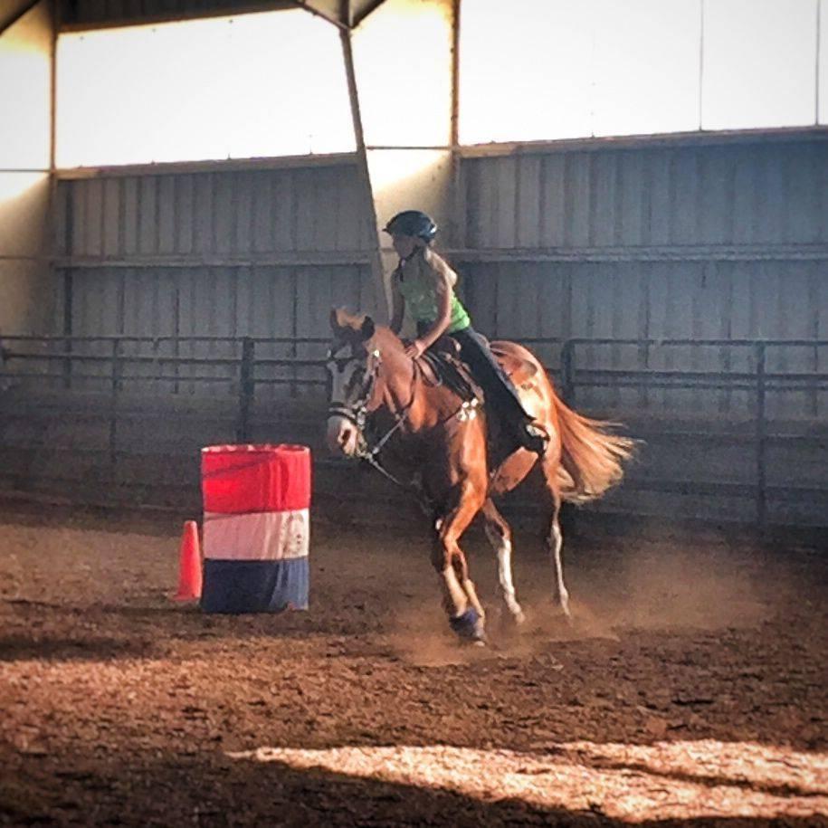 riding western barrels