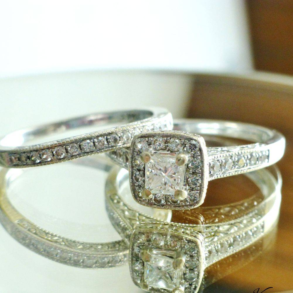 close up picture a white gold diamond bridal set in white gold