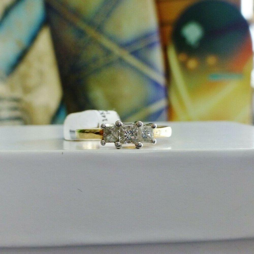 Princess Cut Diamond Three Stone Engagment Ring in yellow gold