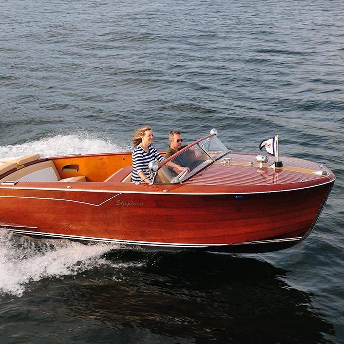 Classic boating cover Shepherd on Geneva