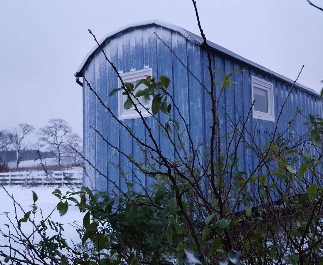 "alt="" Snowy Shepherds Hut"""