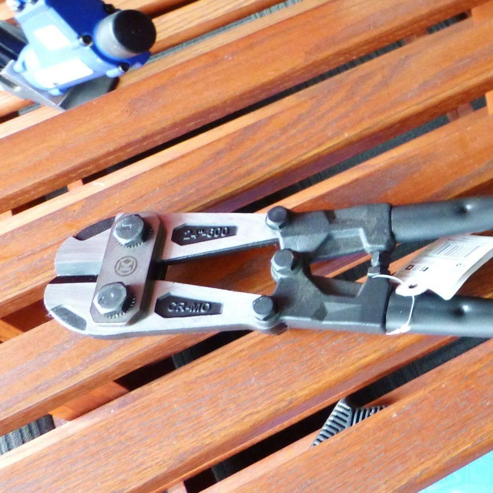 Closeup picture of kobalt bolt cutters on a wooden shelf