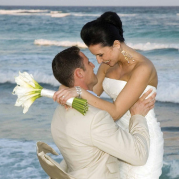Destination wedding, wedding abroad, casual wedding, civil ceremony, beach wedding