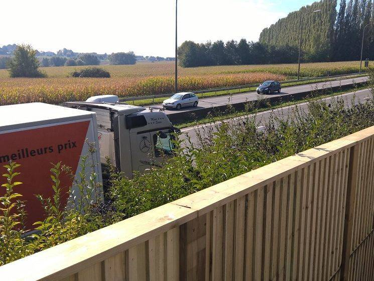 Geluidspanelen aan een autostrade