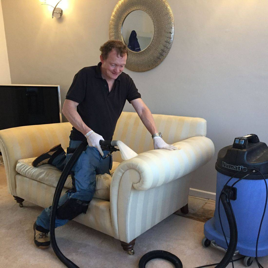 Fabric and leather suite and sofa  cleaning in Leicestershire
