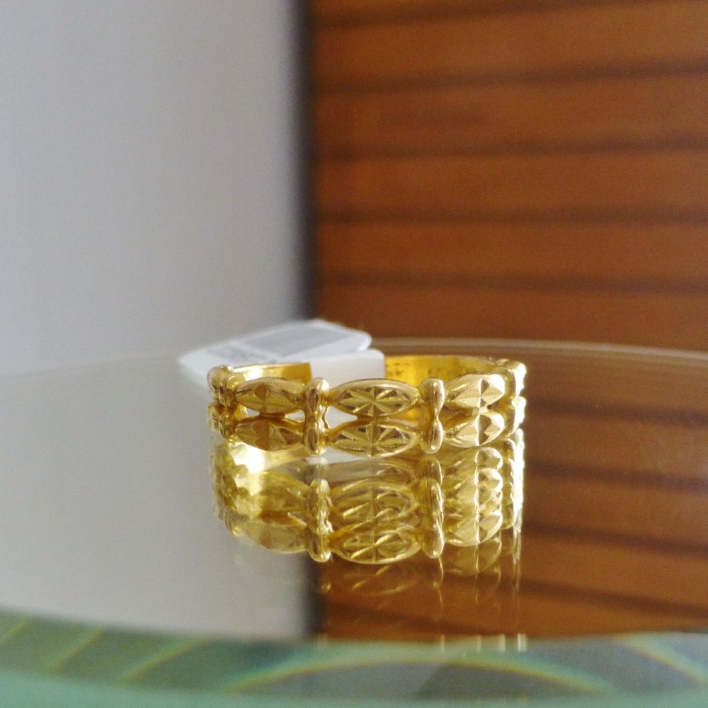 close up picture of a yellow gold diamond cut arabic band