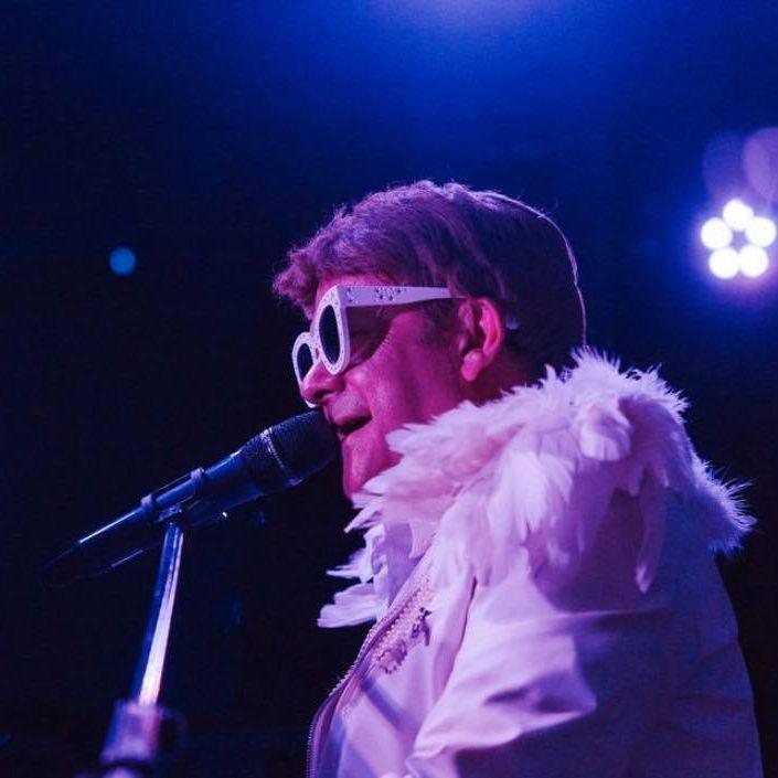 Elton John Tribute act  Andy Crosbie  Rocketman !!