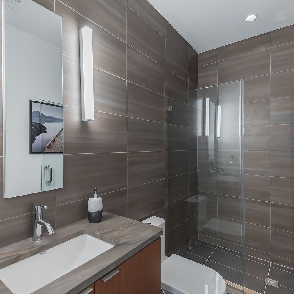 Beautifully Renovated Modern Bathroom