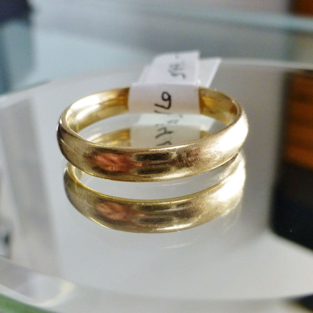 mens yellow gold polished wedding band picture