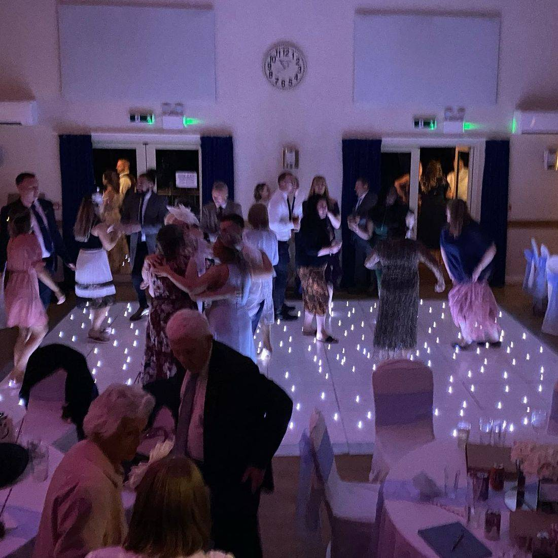 Wedding Worcesterhsire   DJ West Midlands led dancefloor