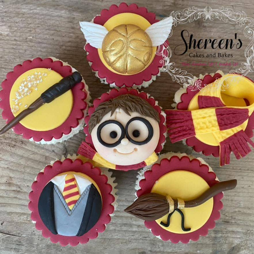 Harry Potter Cupcakes Broom wand golden snitch scarf uniform