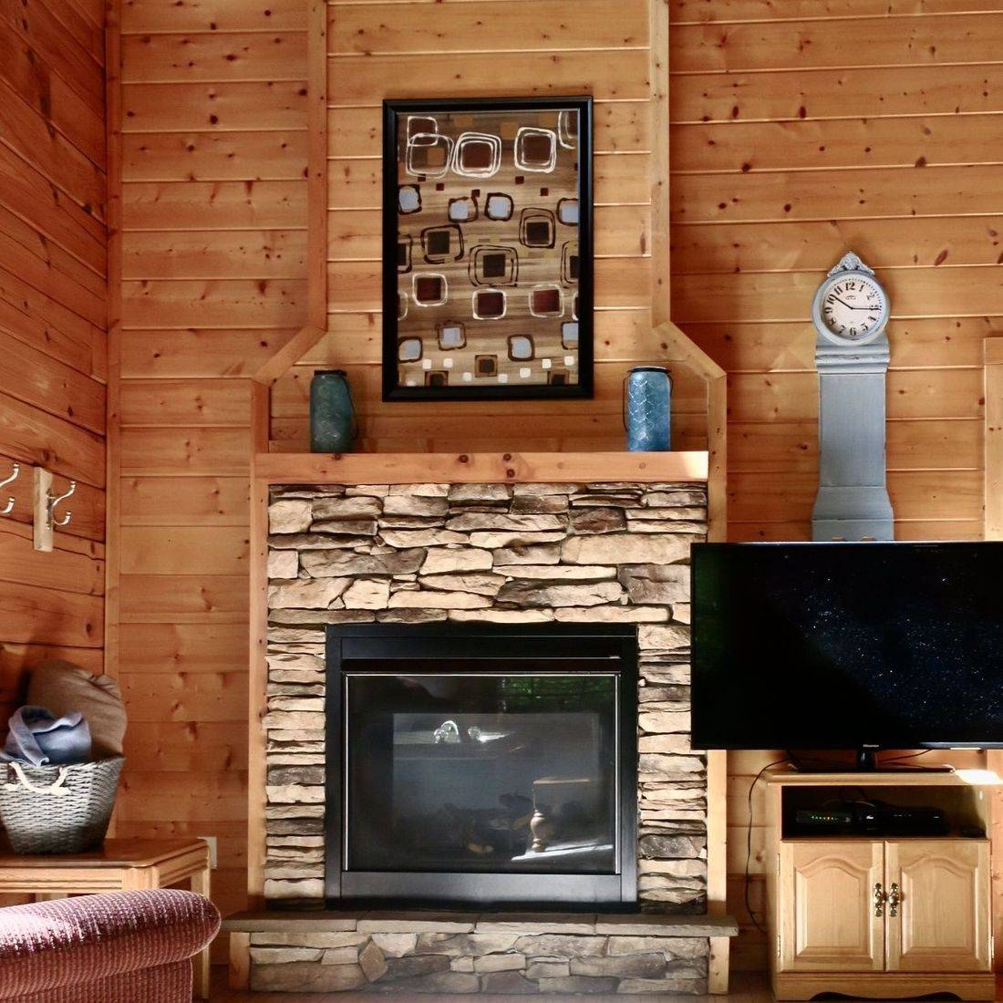 Gatlinburg Cabin-Peaceful Paradise-living room with gas fireplace