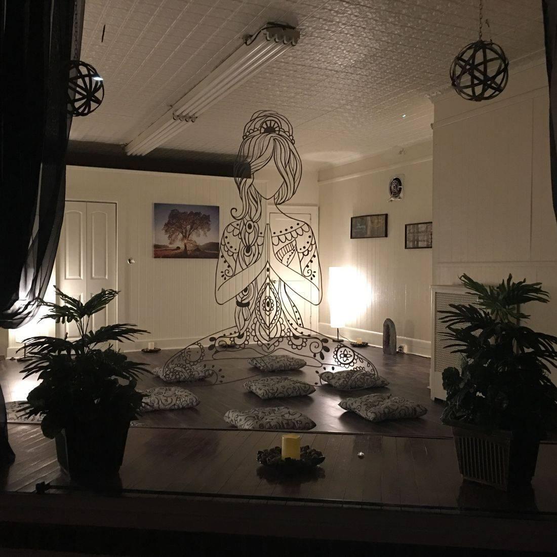 earth's healings, meditation, group meditation, metaphysical shop, new age, crystals, smudges, yoga, reiki, energy healing,  river edge nj