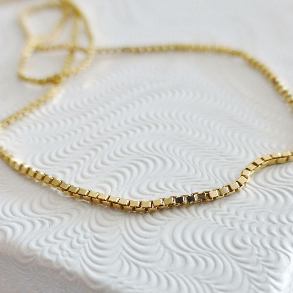 Closeup picture of gold plated sterling silver box link necklace