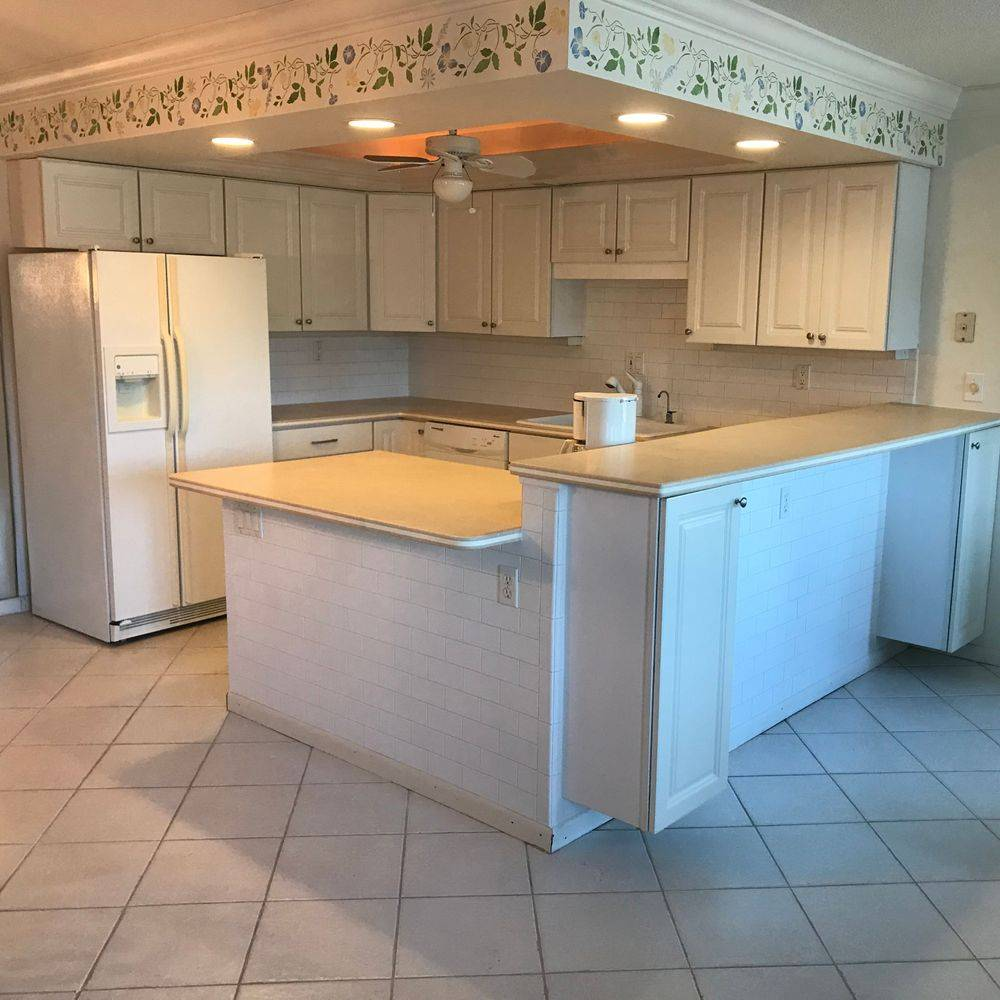 subway tile, cabinets,