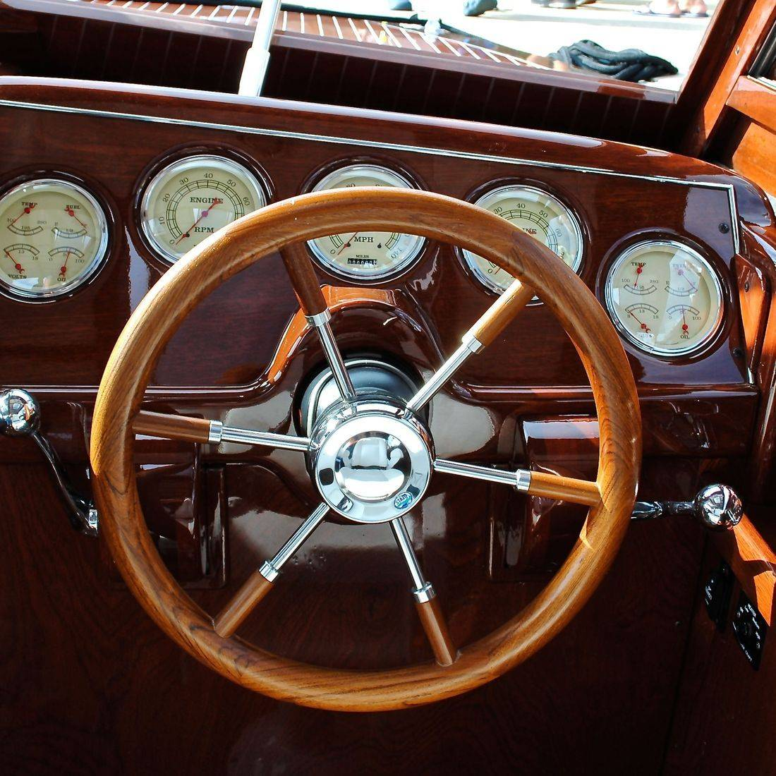 New custom helm and dash by Bergersen Boat