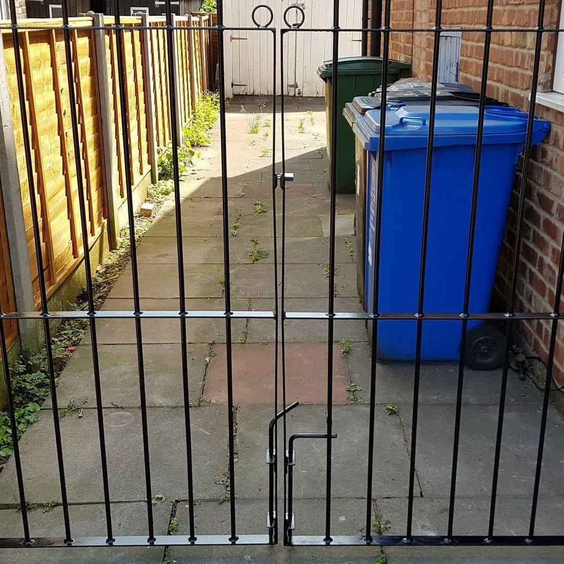 metal gate painting