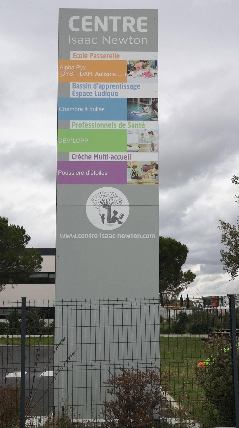 Centre médical, Centre d'affaires, Piscine couverte, École primaire, Crèche, Sage-femme, Ostéopathe, Psychologue, Orthophoniste, Psychologue pour enfants