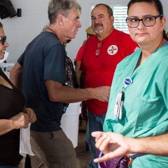 GRUPOS DE MEDICOS VOLUNTARIOS AYUDANDO EN ARECIBO