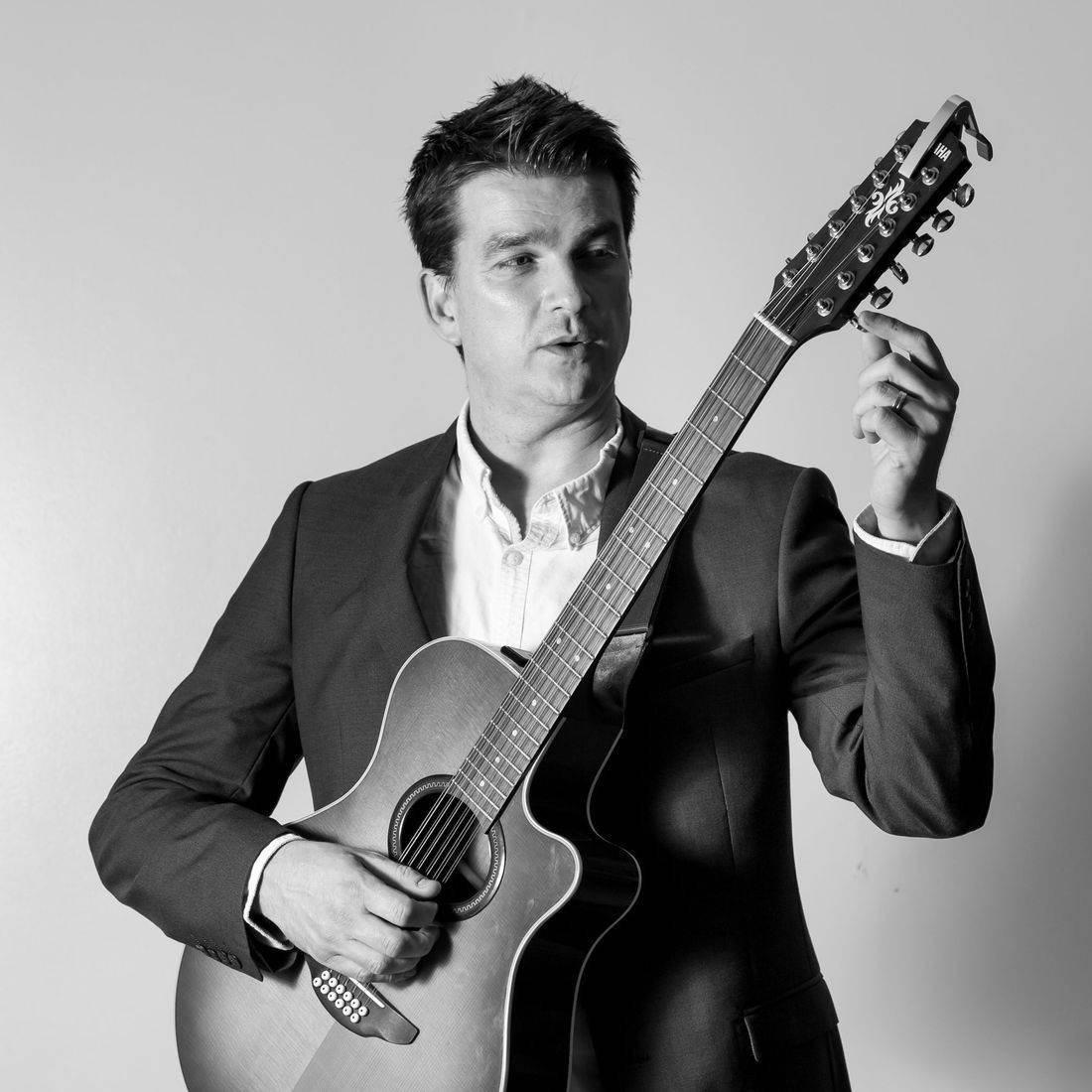 Wedding reception singer live acoustic wedding musician Wiltshire