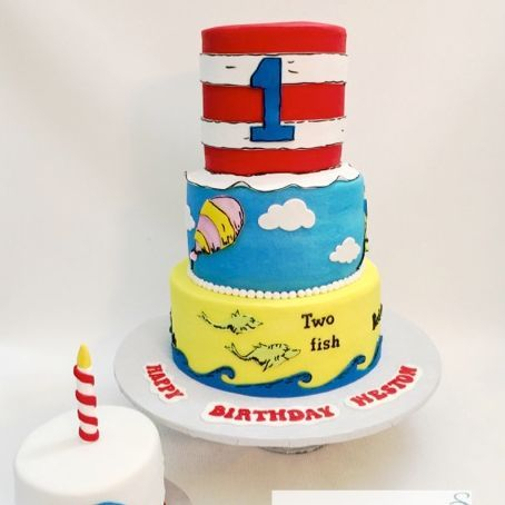 Dr. Seuss Cat in the hat cake, one fish, two  fish, cake