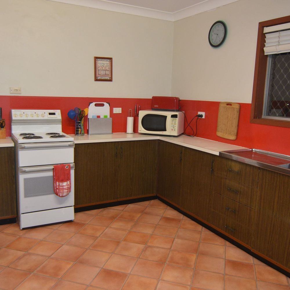 Gladstone holiday house full kitchen for self catering needs. Short Term.