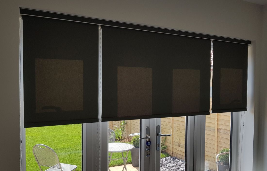 Roller blinds with open cassette