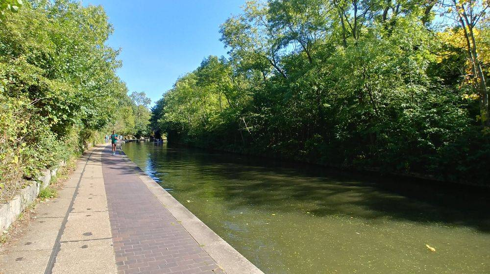 must see places in london ,london weekend vibes ,romantic boat trips in london ,relaxing boat trips in london ,british & far east traders, regent's canal london, most romantic walks in london, jubilee greenway, london's best kept secrets