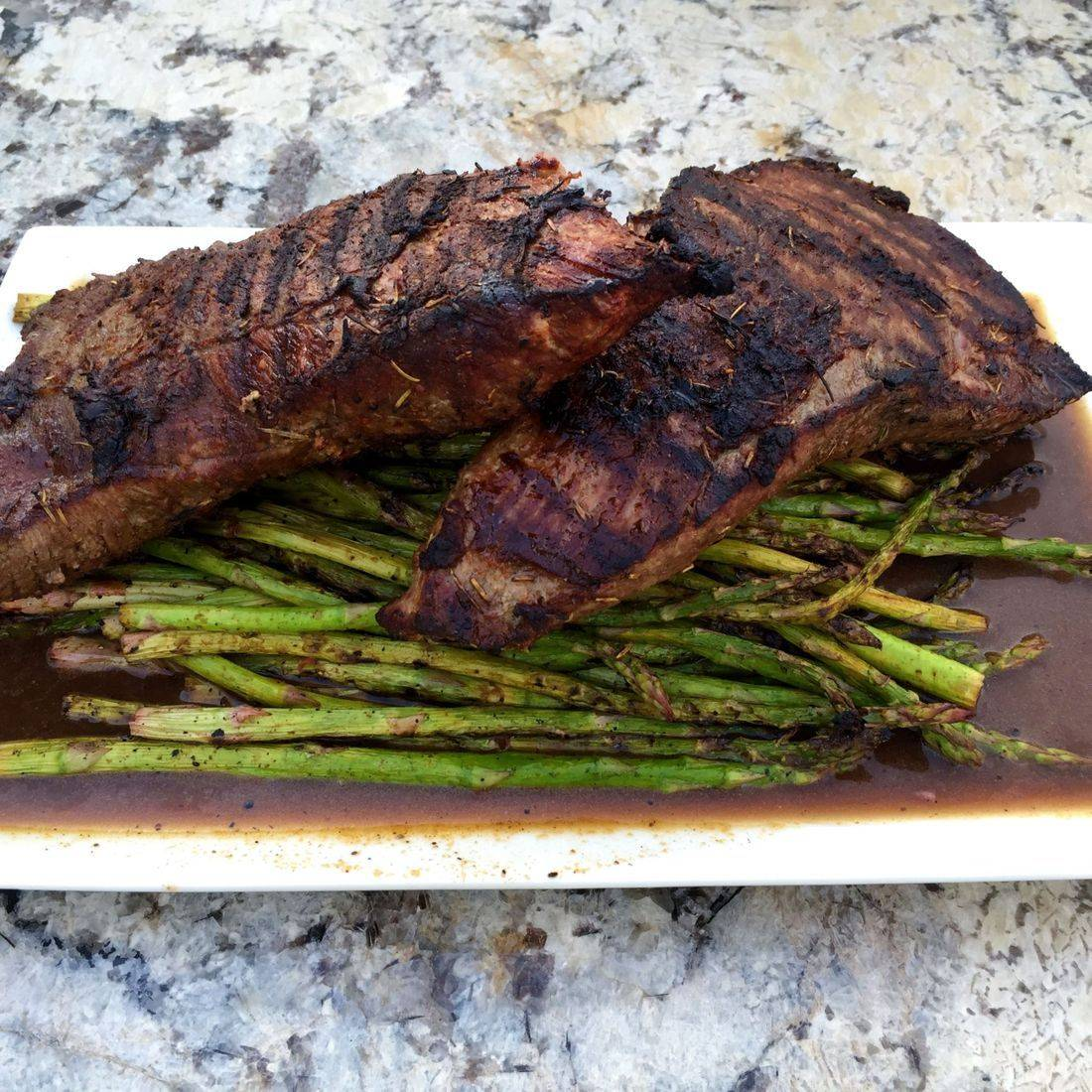grilled tritip and asparagus
