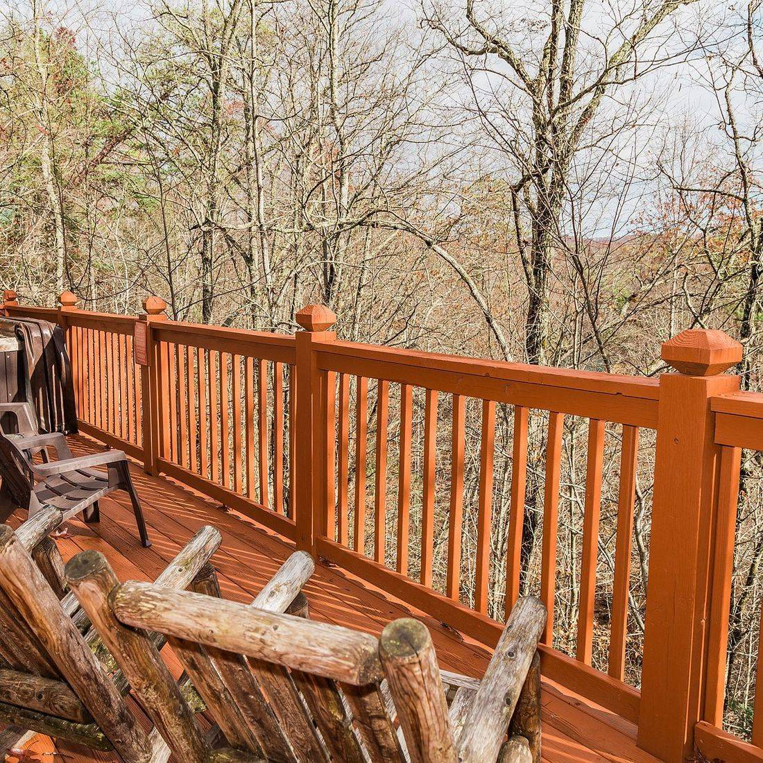 Gatlinburg cabin rocking chairs on back deck