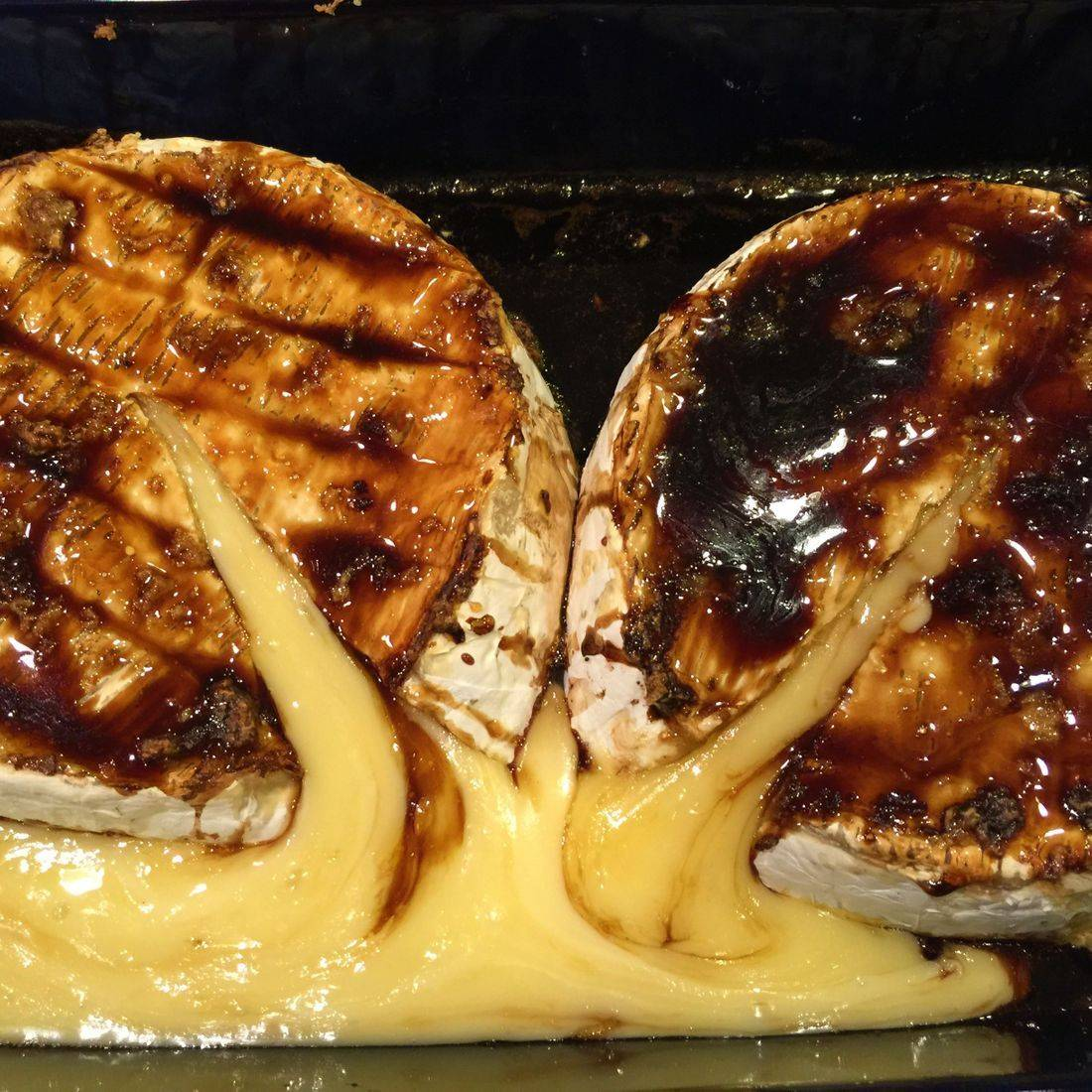 baked brie with balsamic garlic and honey