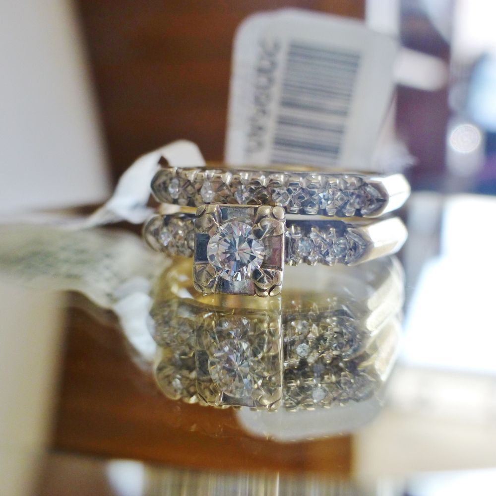 close up picture of a 14k two tone gold art deco antique diamond engagement ring and wedding band bridal set