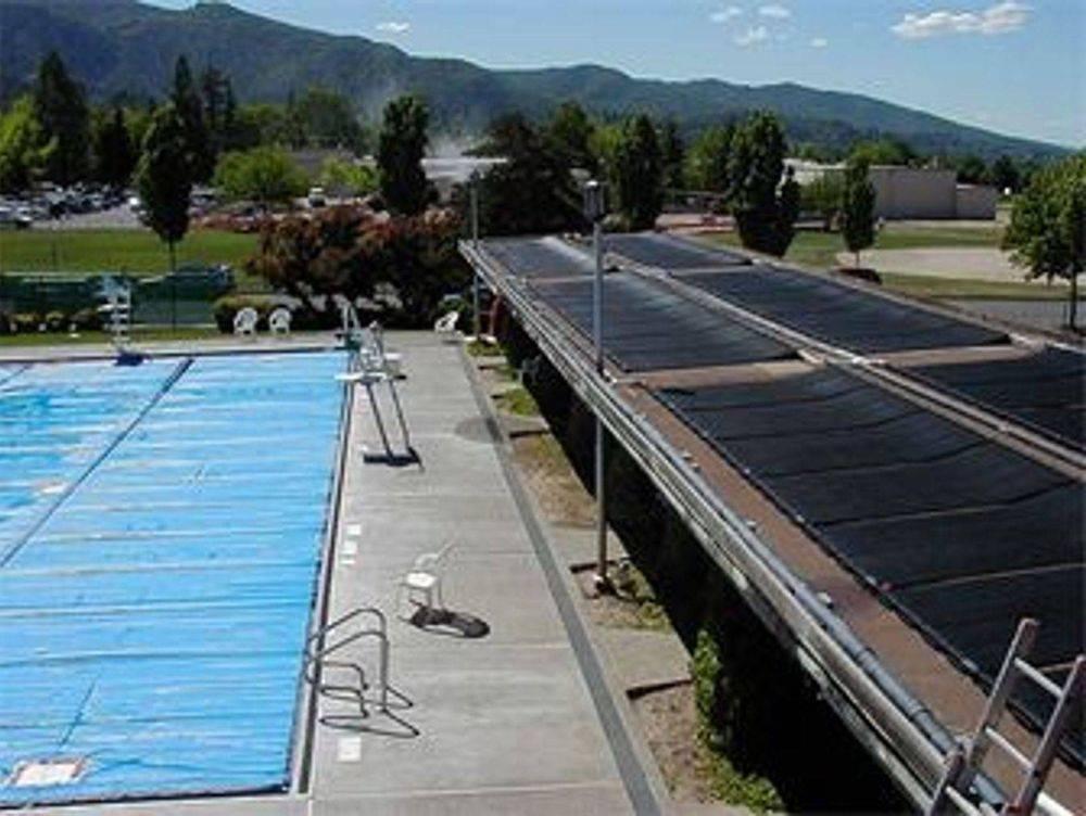 calentador de piscina solar instalado. universalsolarpr.com. 787-635-5575