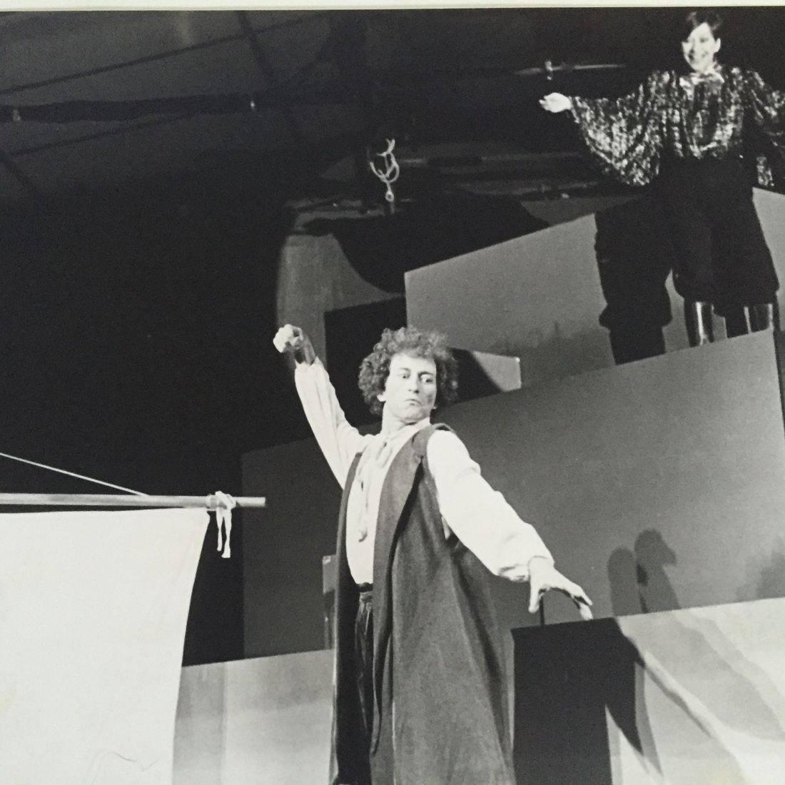 El huevo de Colón by Gustavo Gac-Artigas, directed by the author, actors: Bernard Delatre and Perla Valencia