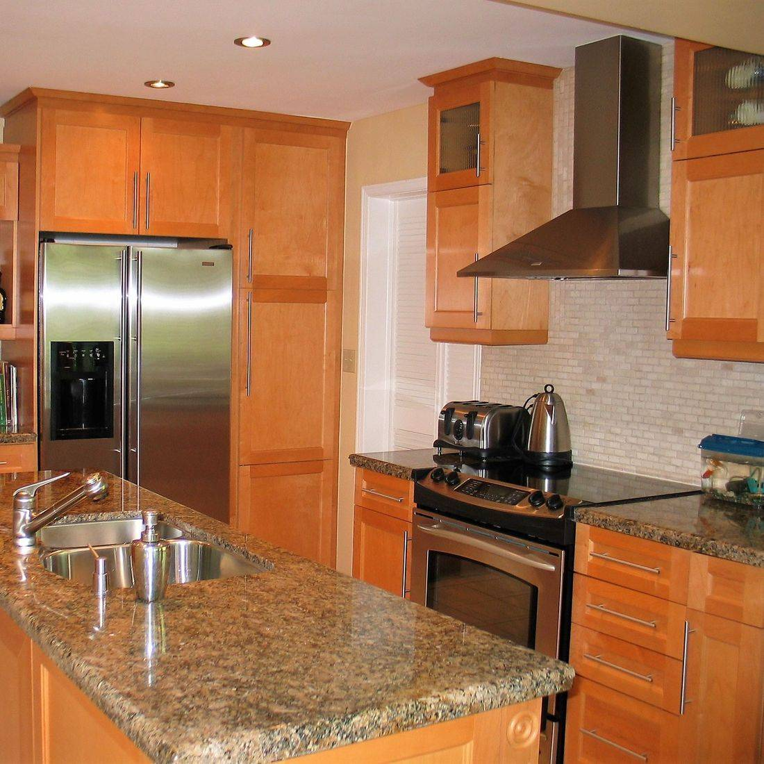 Sibra Kitchens Markham Toronto maple shaker cabinets