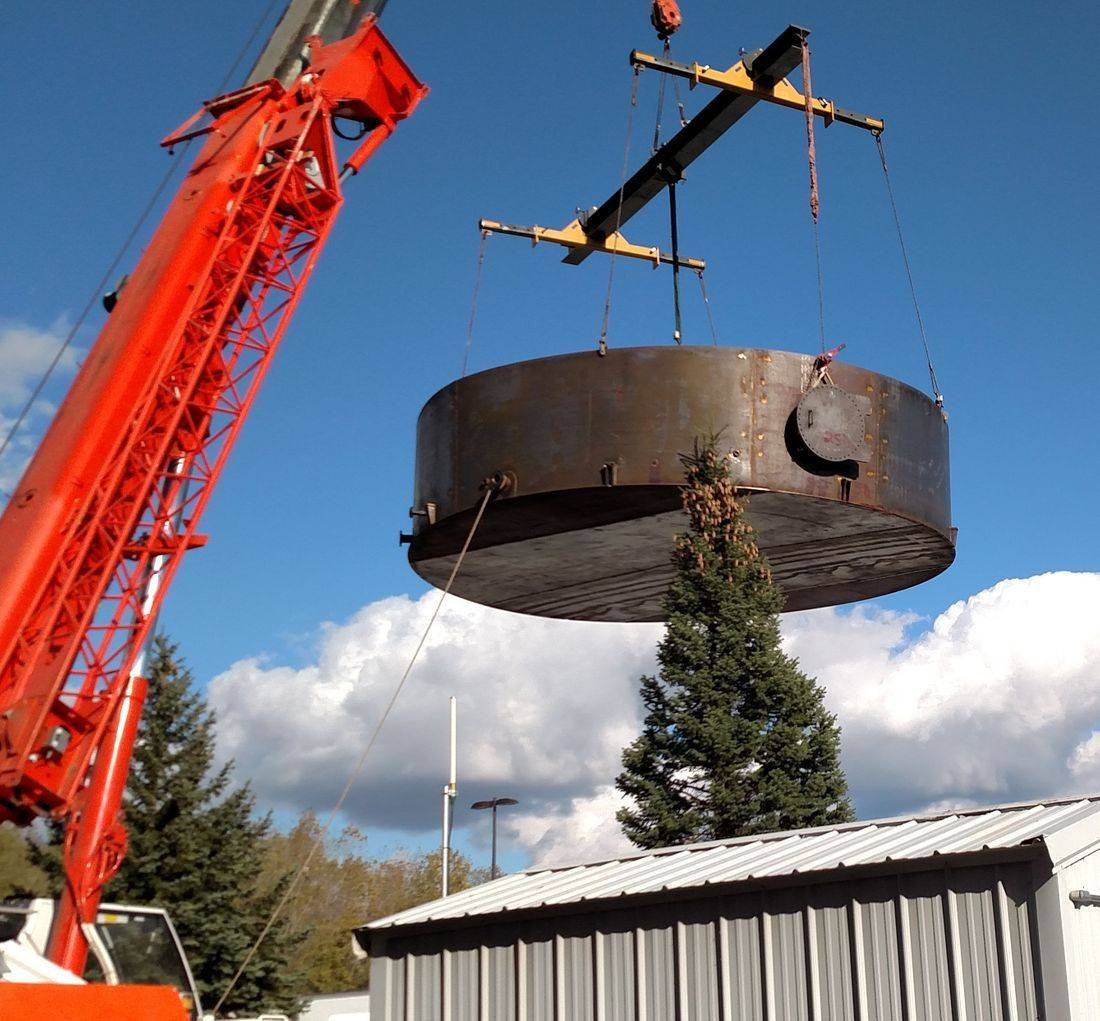 Specialized storage tank hauling trailer for welded steel storage tank moving