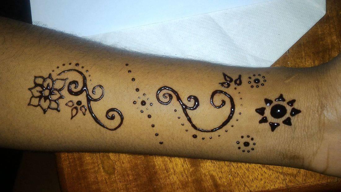 Flower and Sun Henna, Flower Henna, Sun Henna, Dots, Henna Tattoo, Henna, Ja'Henna, Henna in Negril Jamaica
