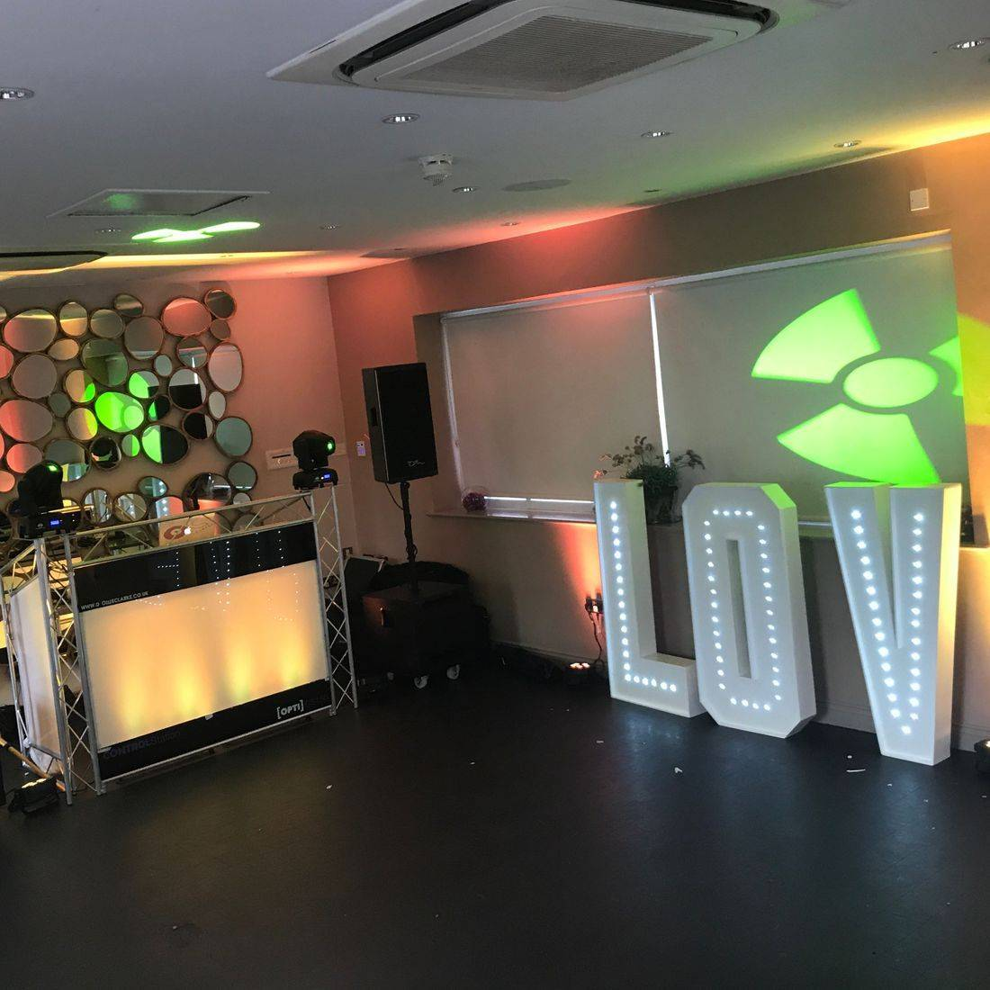 Wedding DJ   Birmingham DJ  Solihull  Wedding DJ Hogarths Wedding