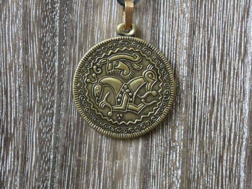 Viking Age, Iron age, Bronze Age, Vikings, Viking Bracteate, Norse, Pagan, Shield Ravens