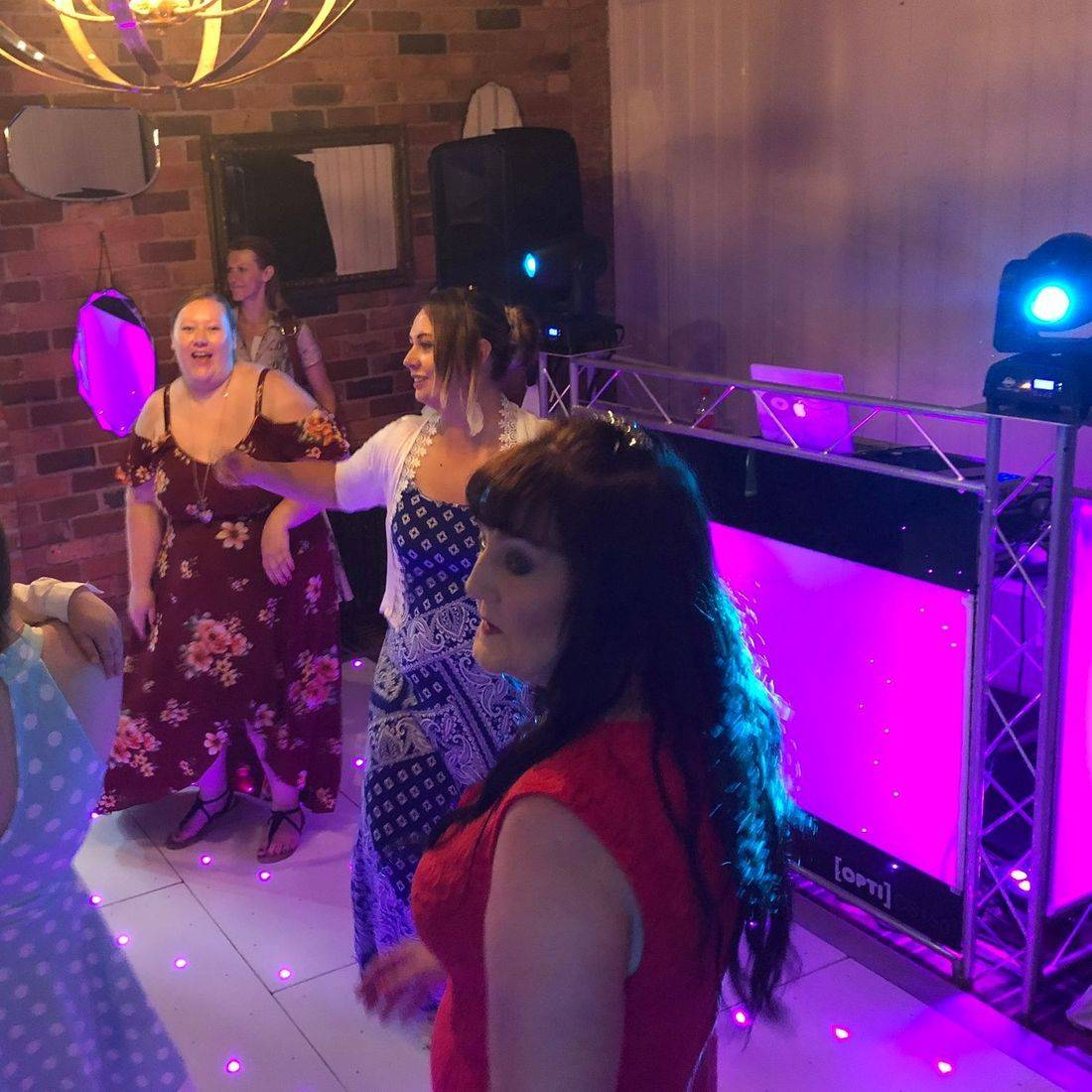 #Worcesterhsire #wedding #dj #weddingentertainment #barn #barnwedding #leddancefloor