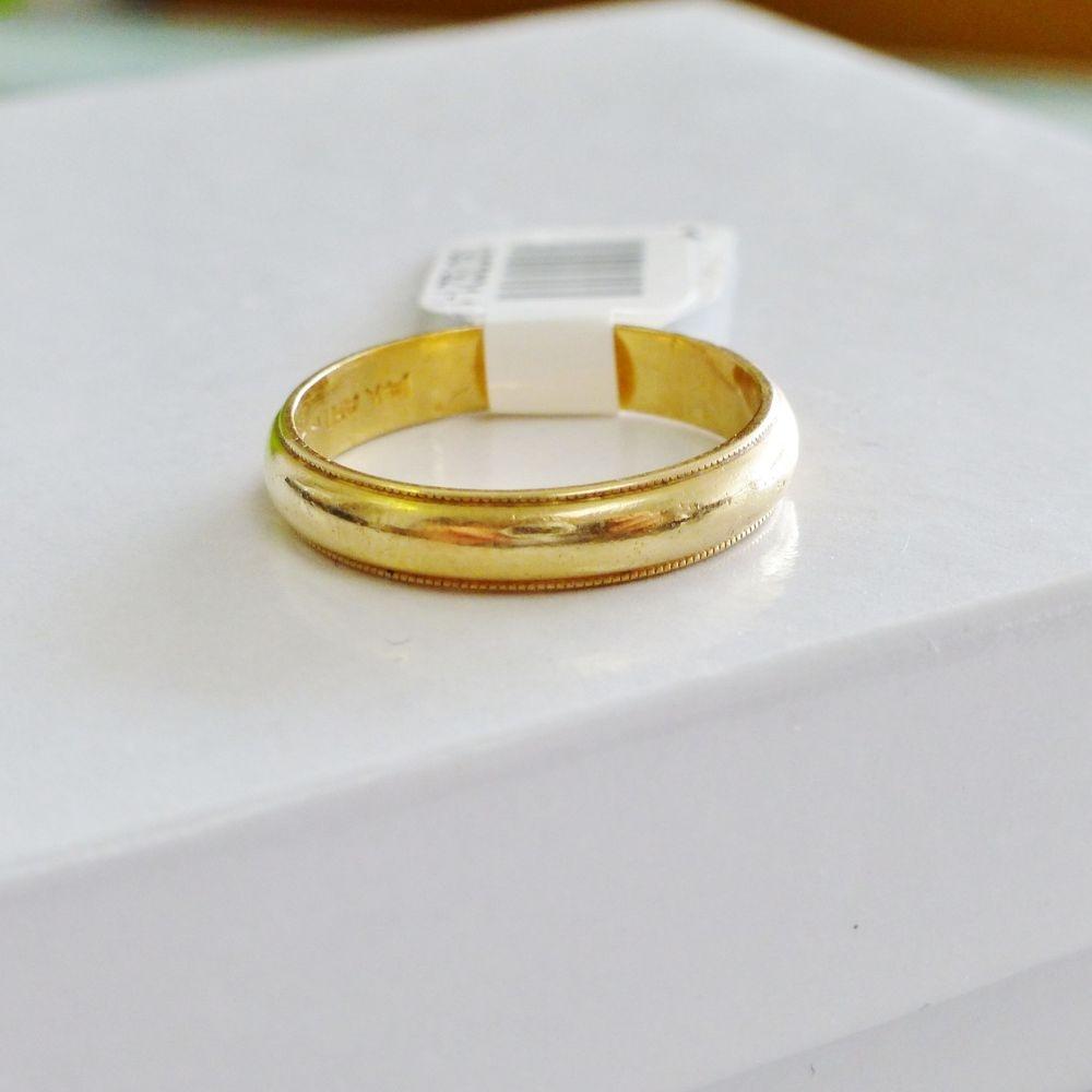 Closeup Picture of a Yellow Gold Milgrain Edge Wedding Band