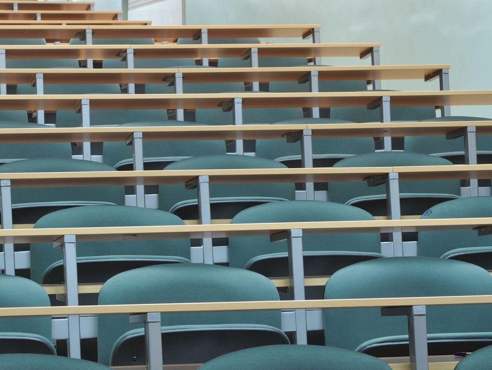 Asesoramiento a centros educativos y grupos de padres
