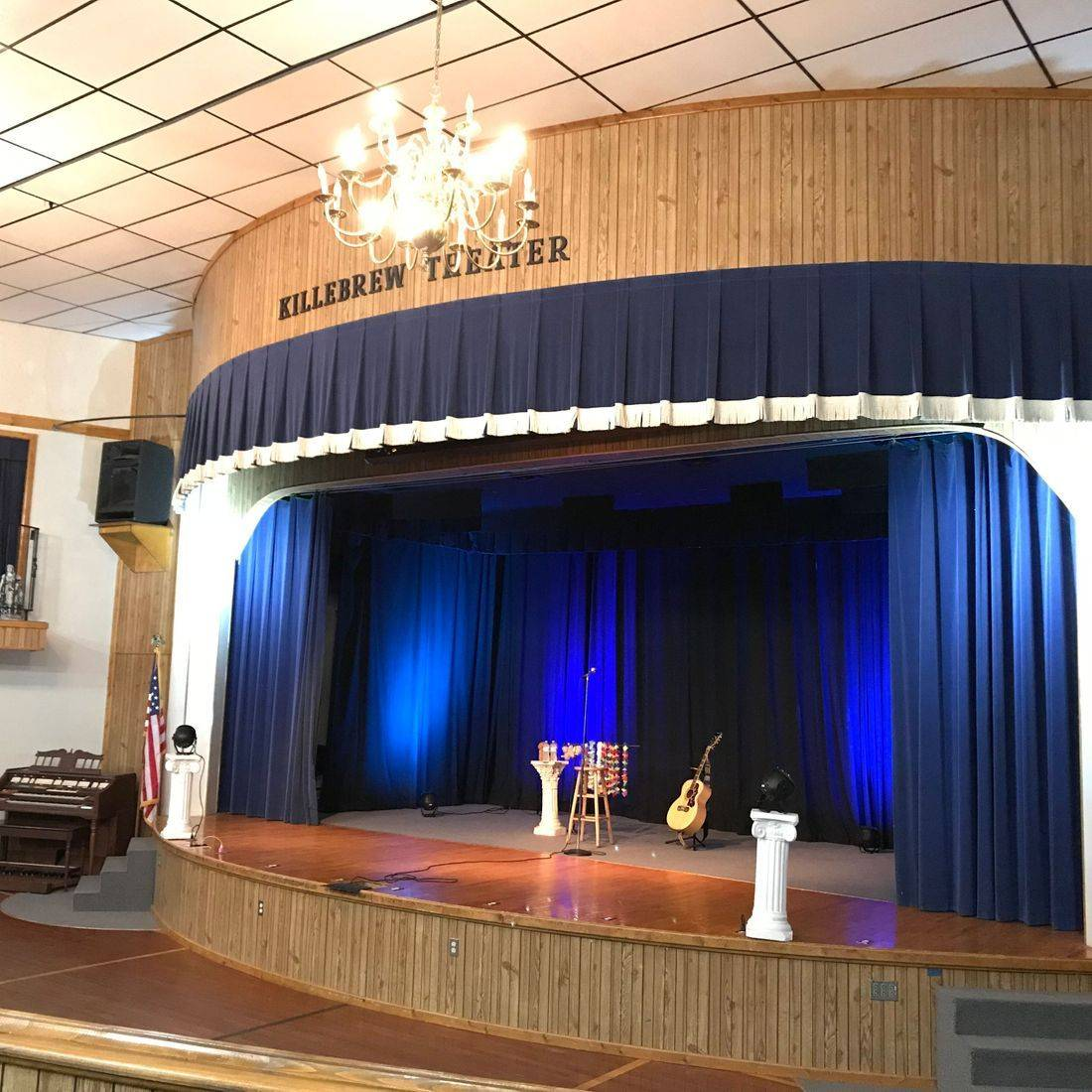 Killebrew Theater in Leslie