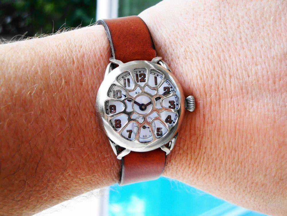 """WWI Elgin Trench Watch, 15 Jewels, Factory Crown, Glagovsky """"Daisy"""" Crystal Guard"""