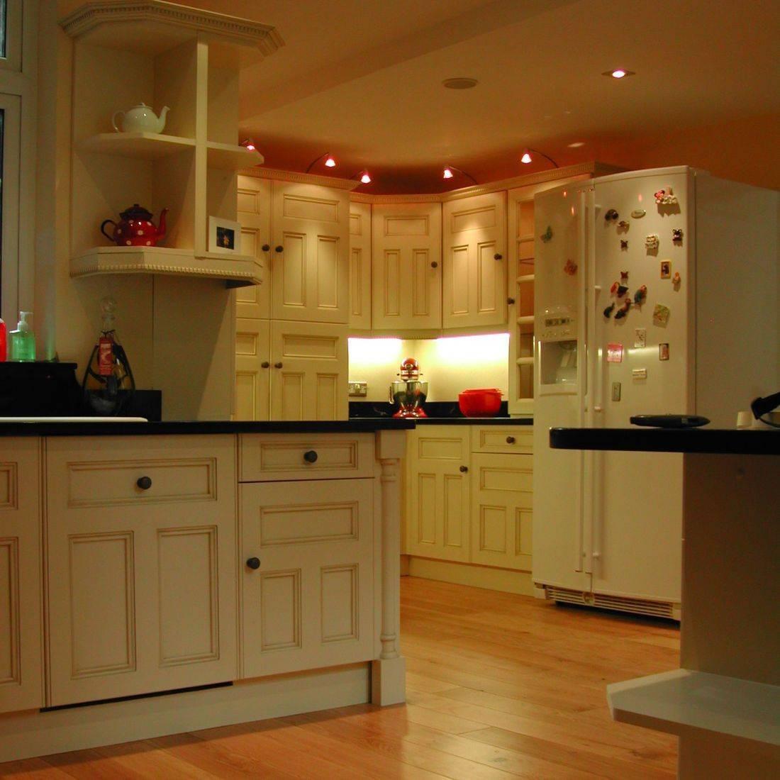 fitted kitchen mwif.co.uk oak floor black granite worktops